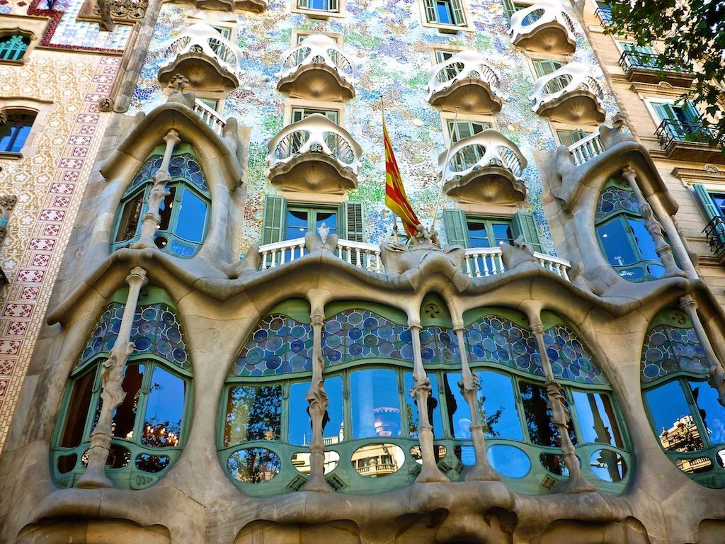 The most famous art nouveau buildings in europe for Europe carrelage