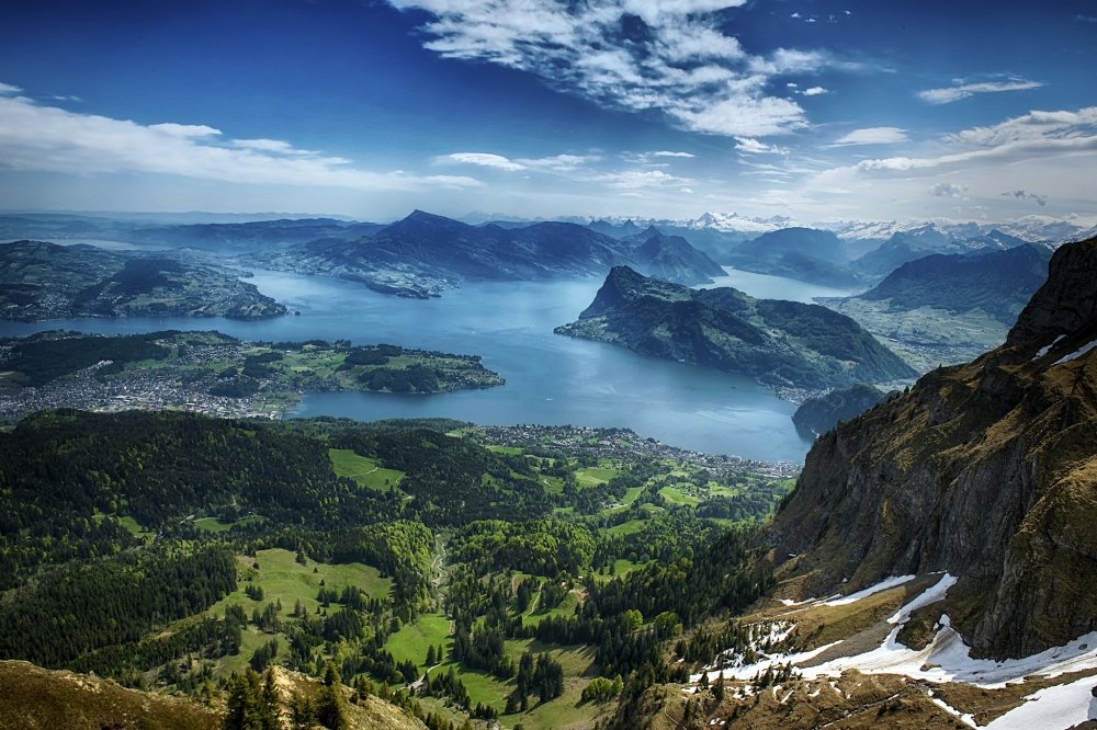 Lake Lucerne, Switzerland. Oh, how much I'd wanna be there!!